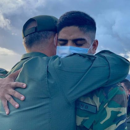 8 militares rescatados